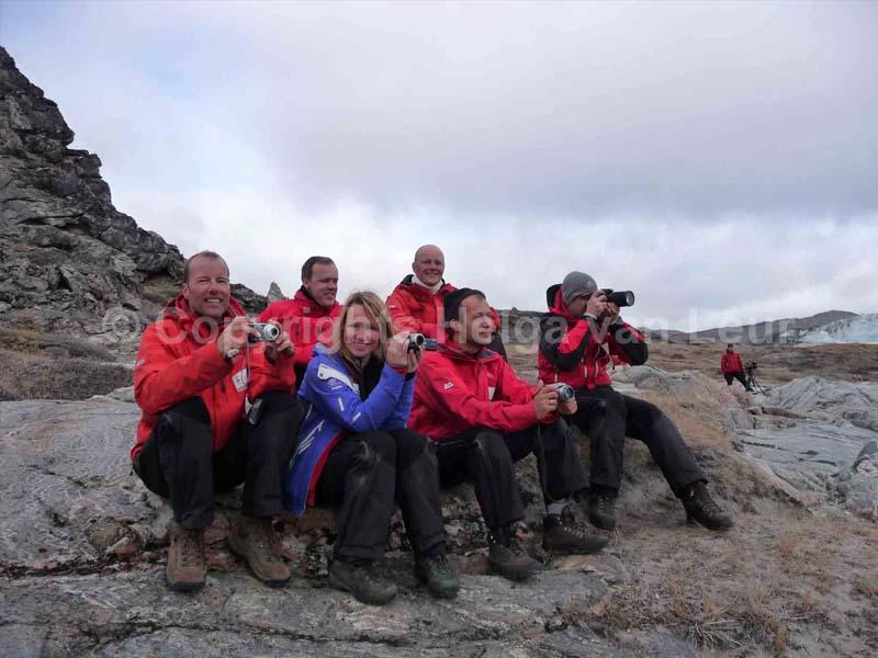 expeditieteam slaat instortende ijsmuur gade